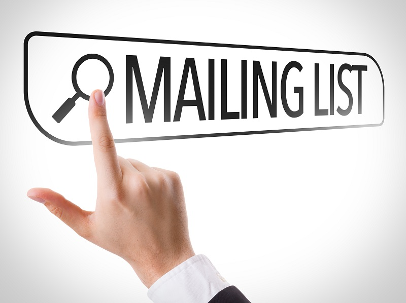 Mailing List written in search bar on virtual screen